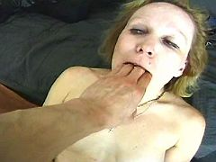 Old slut gives blowjob