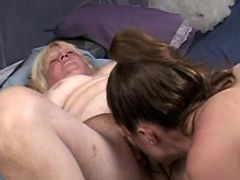 Chick licks pussy of old lesbian